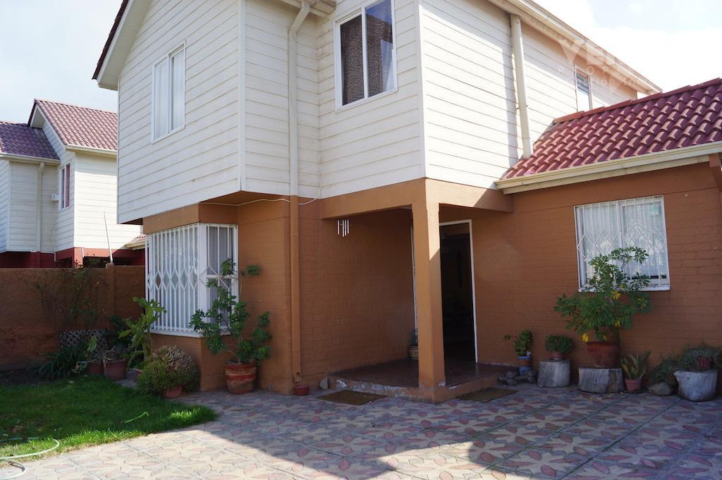 Hermosa Casa Aislada 2 pisos en Larapinta